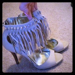 Super cute fringe heels 🤩